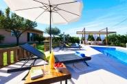 Besondere Ferienfinca mit mallorquinischer Mühle und Chilloutbereich am Pool