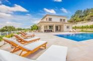 Modernes Ferienhaus mit großem Pool und fantastischem Panoramablick