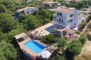 Großes Ferienhaus, 8 Personen u. 4 Kd., Klimaanlage, Pool, Internet, Meeresnähe