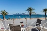 Modernes Ferienhaus direkt am Strand mit privatem Pool und Meerblick