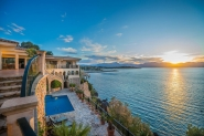 Amazing villa with stunning panoramic views, private pool and sea access