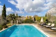 Traumhafte Villa mit großem Pool für 8 Personen im Grünen in Buger