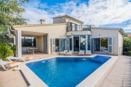 Dreamlike villa for 8 people with pool and sea views